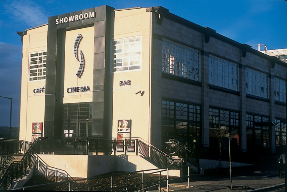 Showroom Cinema & Workstation